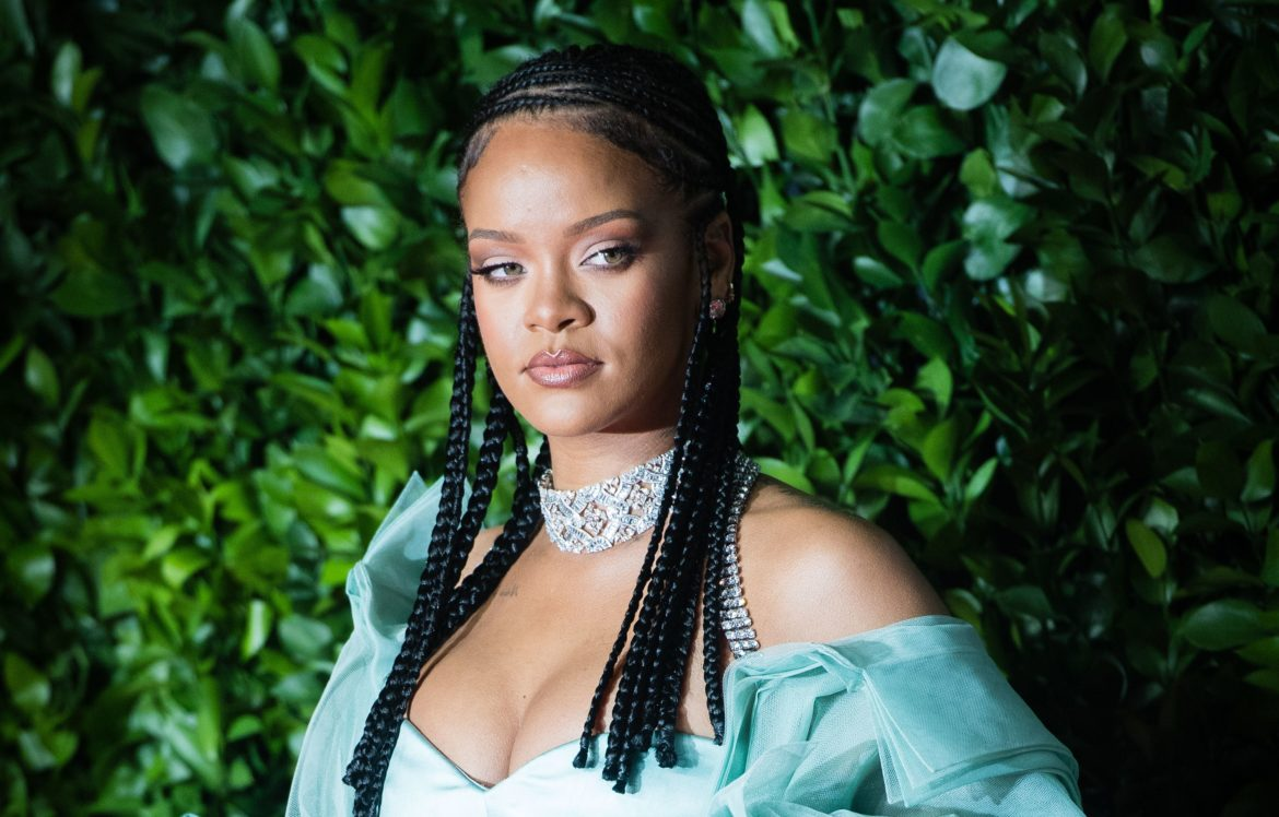 "Rihanna apologises for ""completely irresponsible"" use of Islamic Hadith"